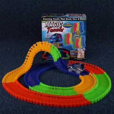 Jucarie Pista Flexibila Magic Tracks, 220 Piese + Masinuta cu LED